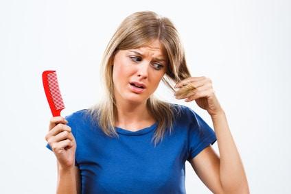 La chute de cheveux saisonnière : comment réagir ?