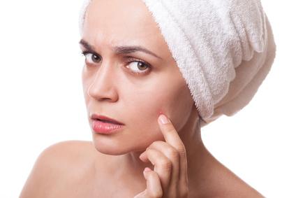 Peau grasse: comment atténuer la brillance disgracieuse sur le visage ?
