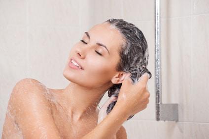 Est-ce une bonne idée de se laver les cheveux tous les jours ?