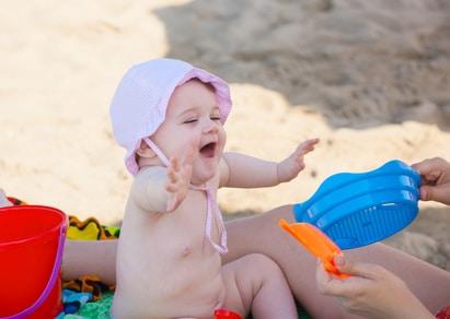 Canicule : les bons gestes à adopter pour protéger son bébé de la chaleur