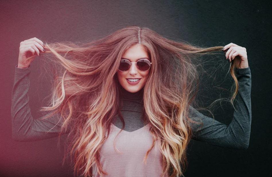 Comment faire pousser plus rapidement les cheveux ?